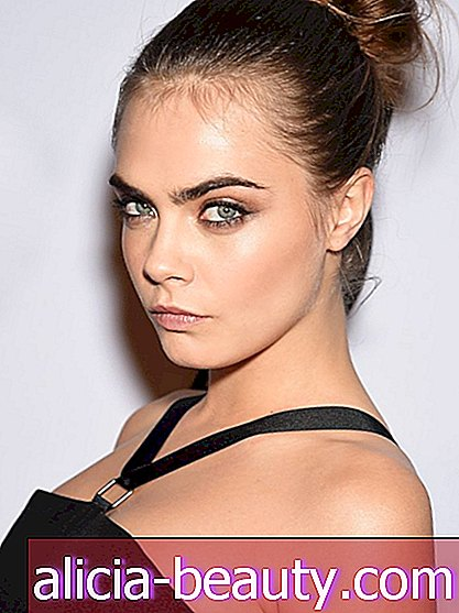 Cara Delevingne Bares It ALL YSL Beauté's Risque Uus reklaam
