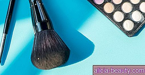 The 6 Makeup Brushes Everyone Needs to Own