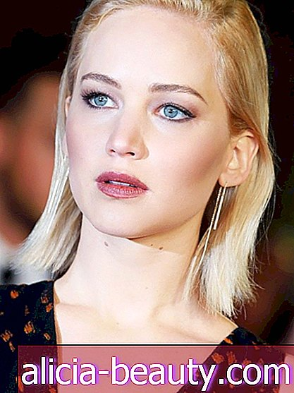 Jennifer Lawrence Tökéletes Taupe Rúzs, Revealed