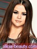 Selena Gomez's Go-To Face Kos Makeup $ 15