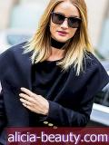 Dentro Rosie Huntington-Whiteley's Impressionive Travel Beauty Routine
