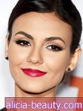 Victoria Justice Kuku Raspberry-Red Lip + More Celeb Beauty